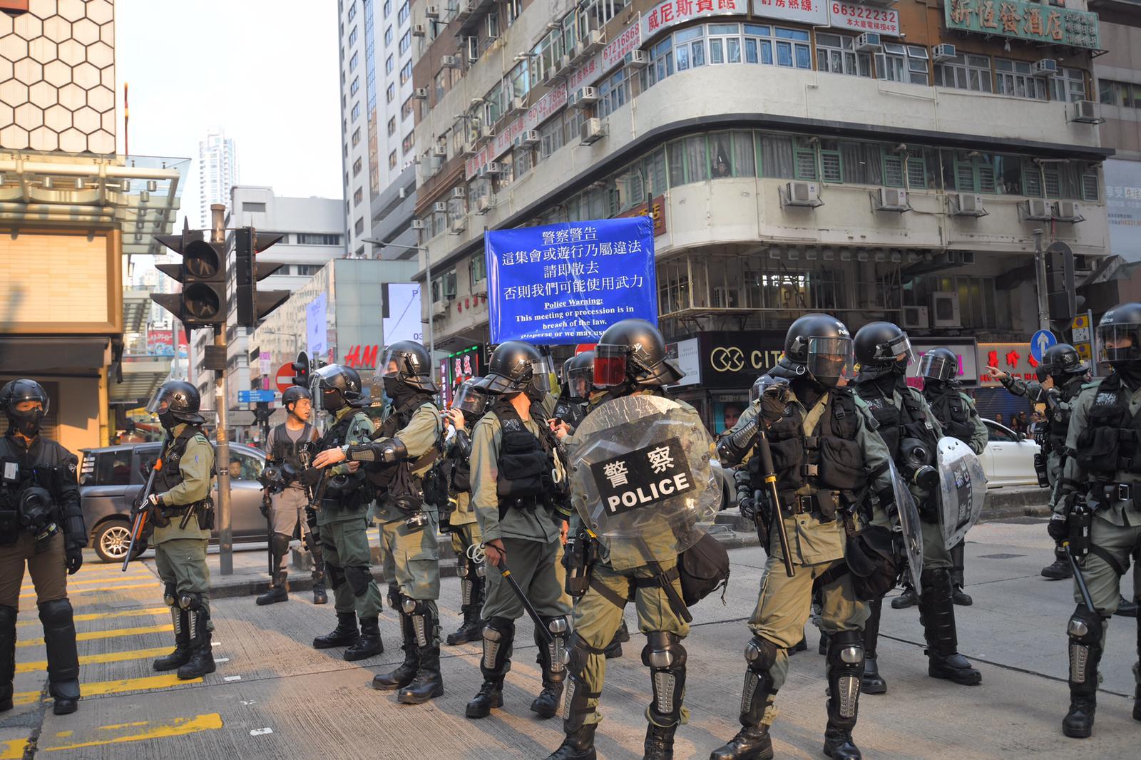鄧炳強相信事件是針對警員。資料圖片