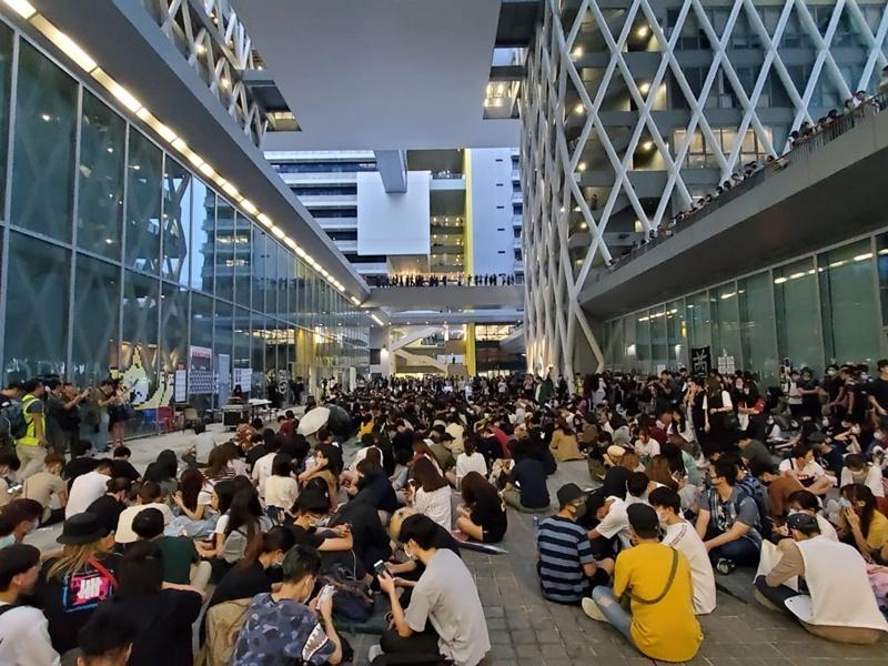 學生發起知專悼念集會。
