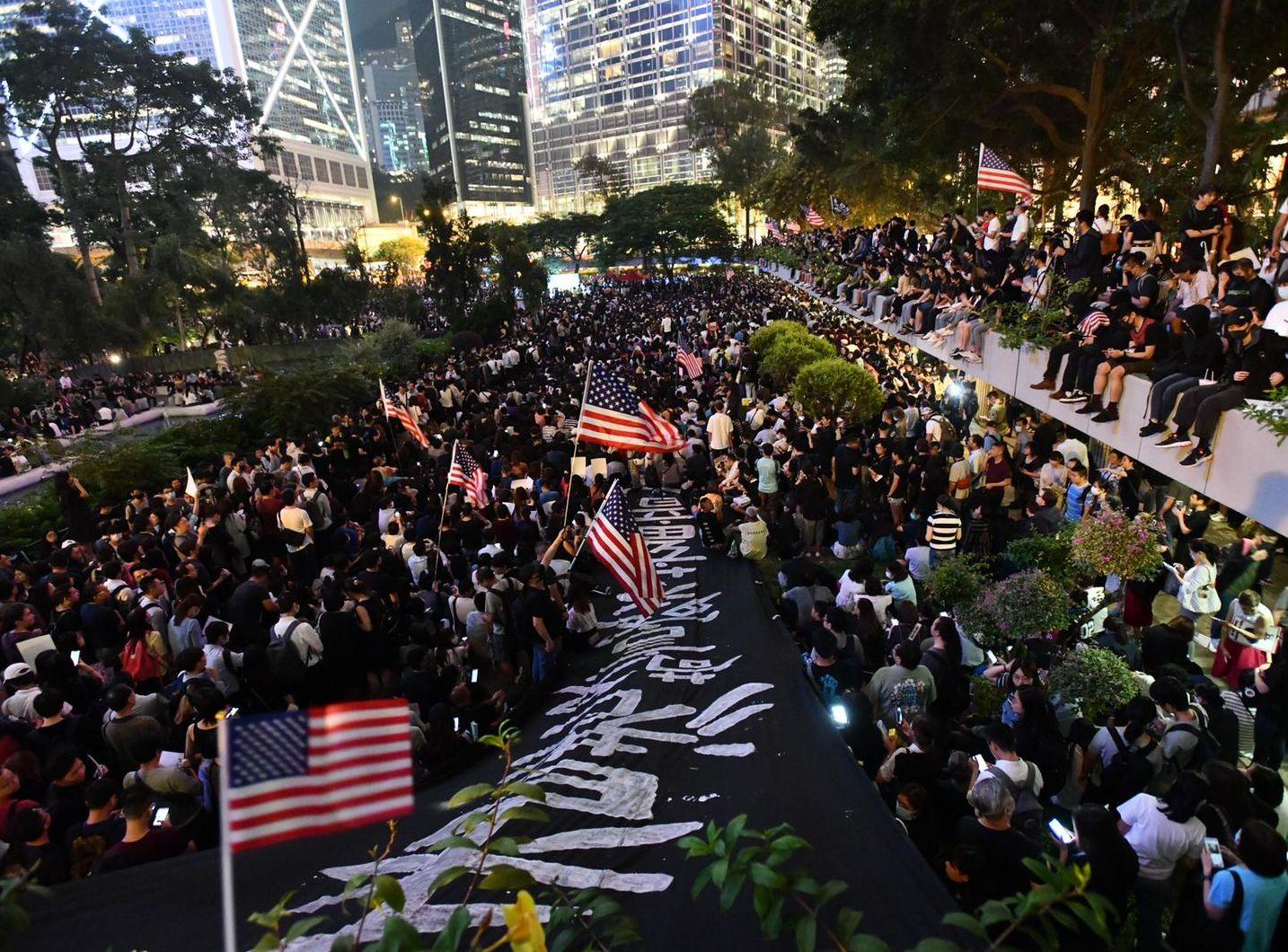 大會指13萬人參與遮打集會促美通過人權民主法案 警方:最高峰2.52萬人