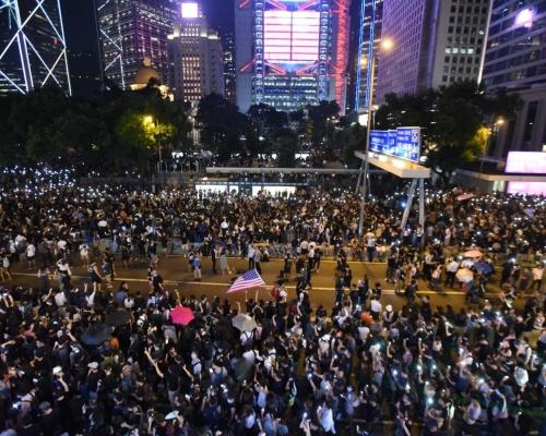 【修例風波】防暴警香港站外曾「噴椒」 一人被制服