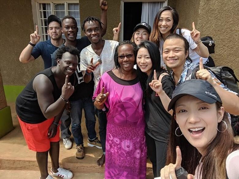 王君馨孖老公遠赴盧旺達宣教。IG圖片