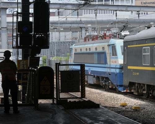 港鐵兩班直通車取消。資料圖片
