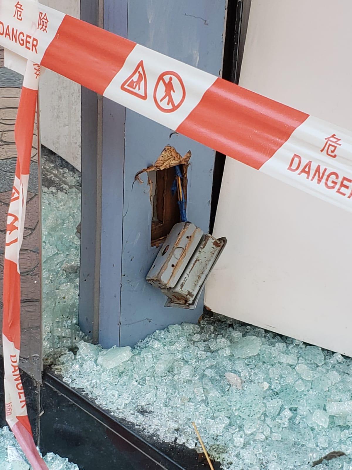 荃灣優品360玻璃櫥窗被人打爛