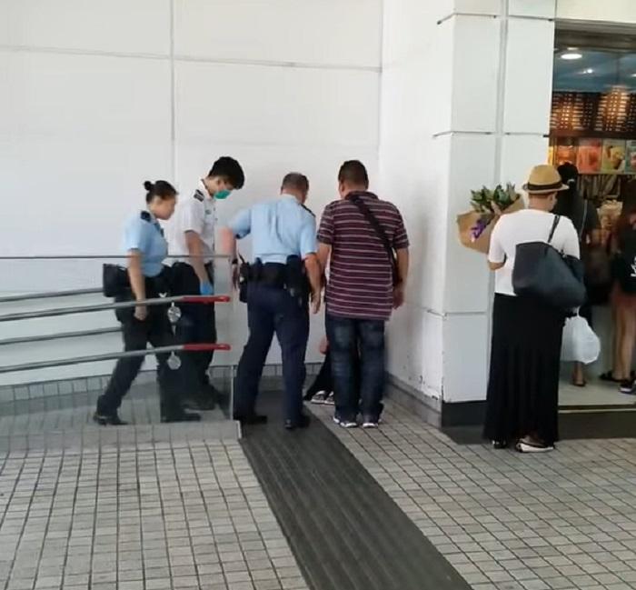 其他警員到場。七黑一騙影片截圖