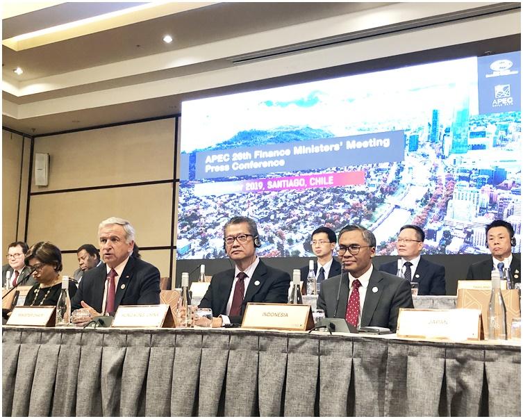 陳茂波(前排右二)出席聯合記者會。