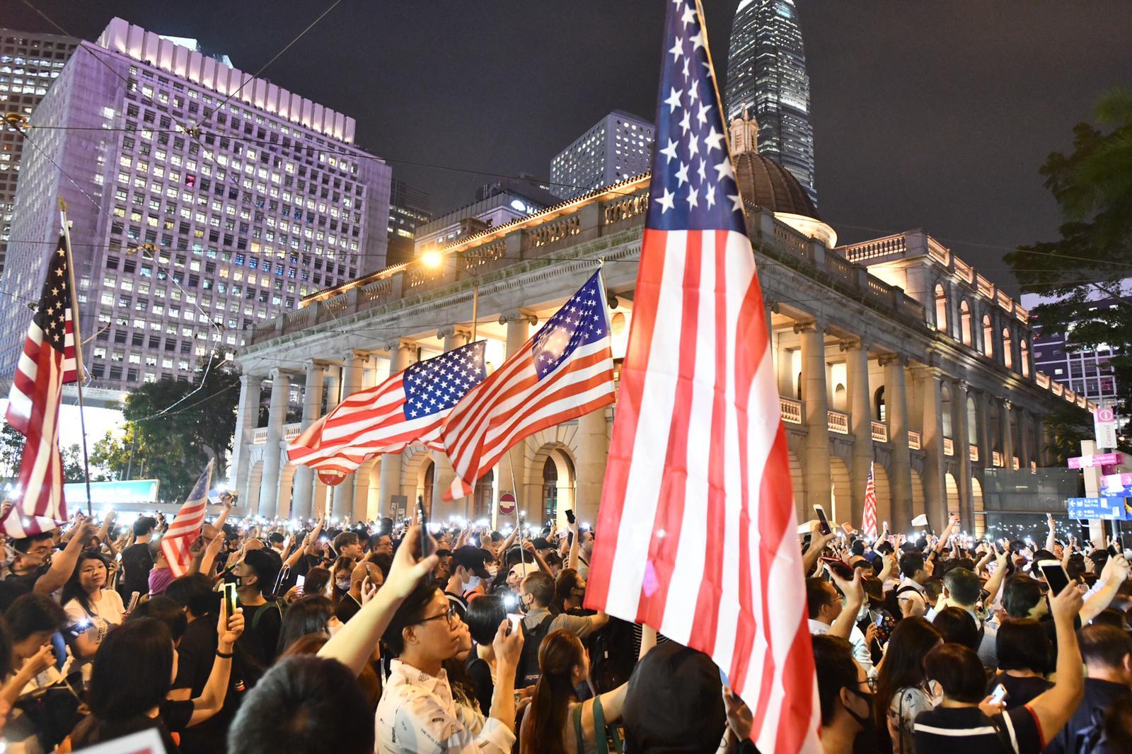 日前大批市民集會促美通過人權民主法案。 資料圖片