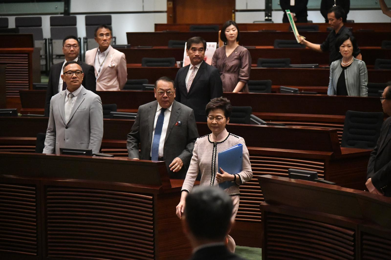 林鄭進入立法會。