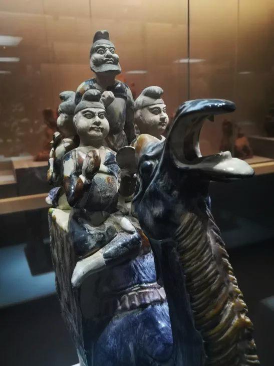 重慶大學博物館被質疑,館內還有大量疑似仿製品。(網圖)