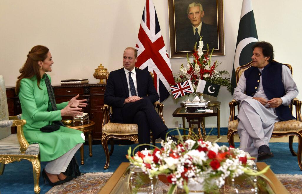 两人较早前也和巴基斯坦总统阿尔维和总理伊姆兰·汗会面。