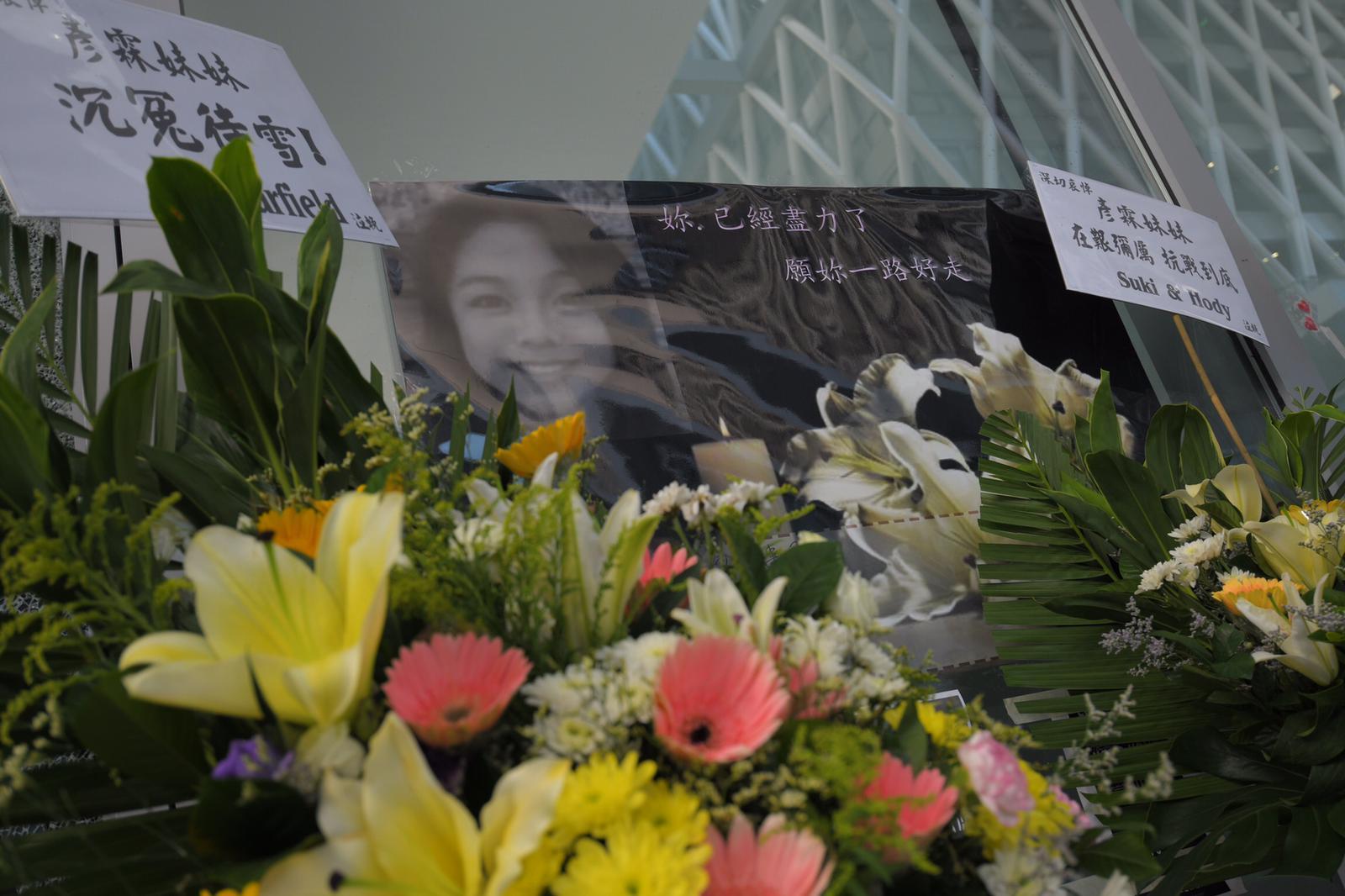 有學生及市民悼念15歲女生