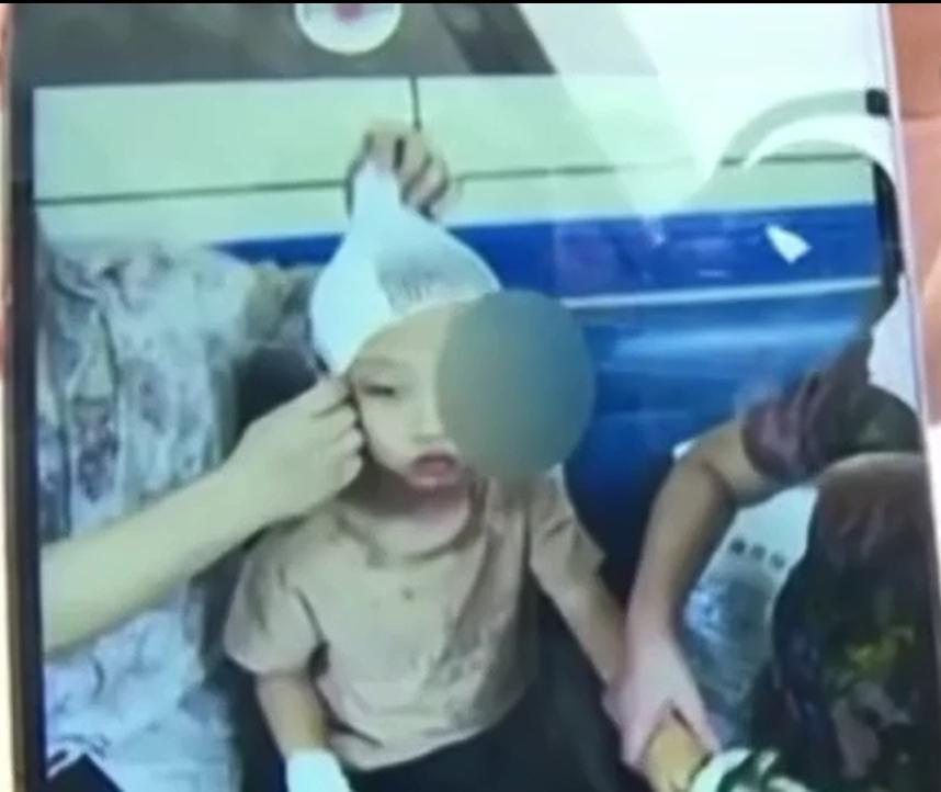 男童致全身多處有損傷。影片截圖