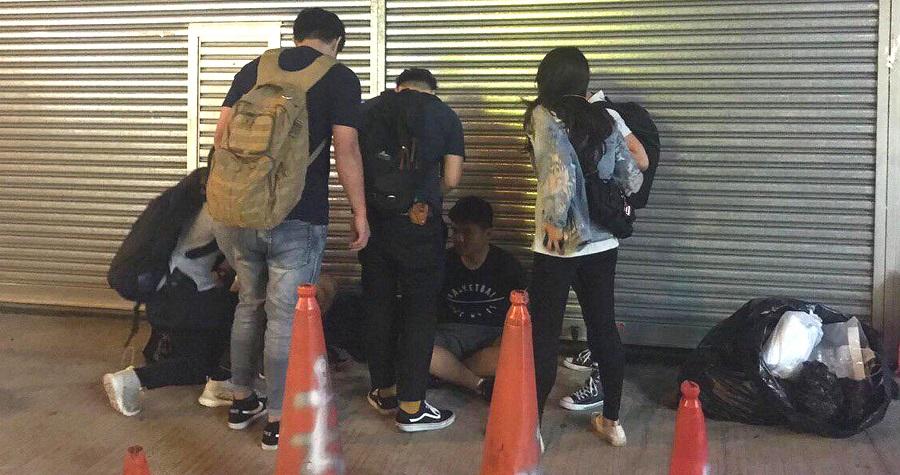 警方日前在大角咀拘捕2名男子。網上圖片