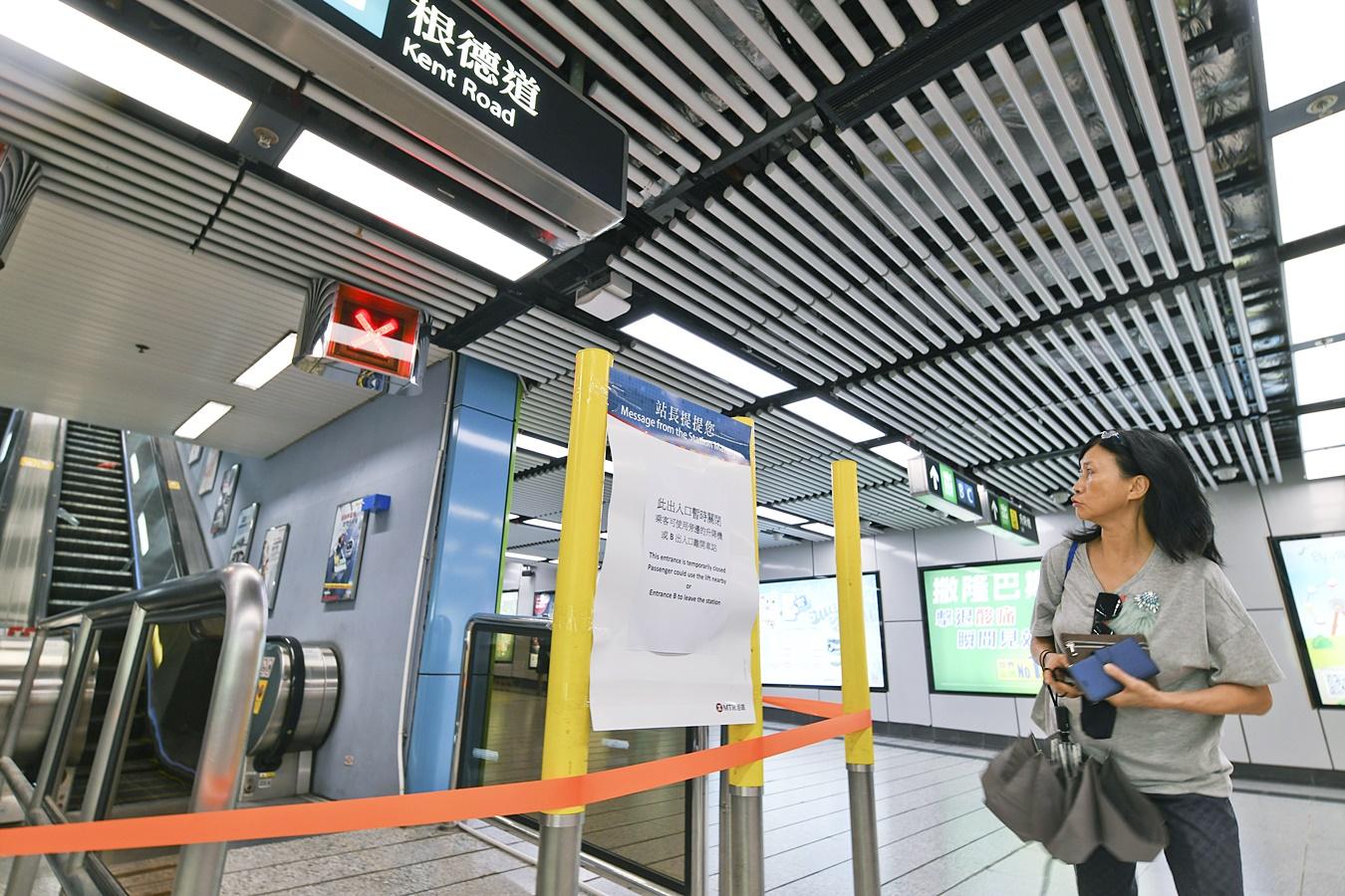 港鐵多個車站遭受示威者破壞。資料圖片