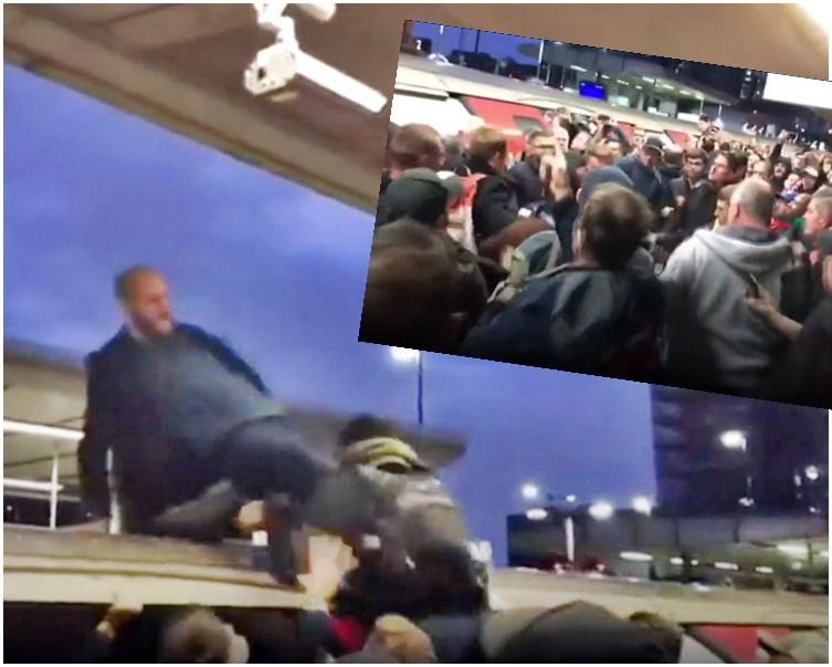 示威者被乘客從車頂拉下。BBC影片截圖