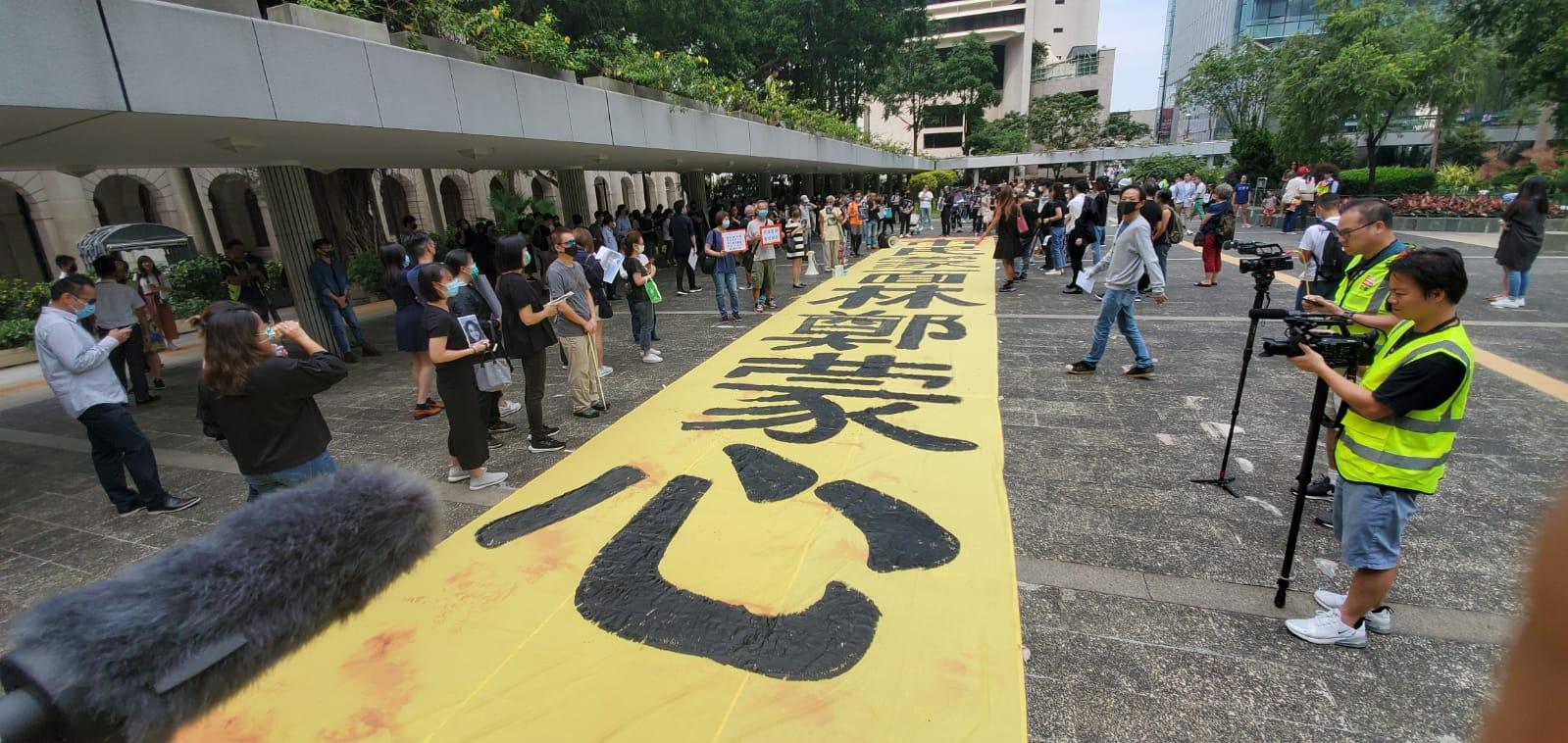 【修例風波】示威者多區快閃集會 遊行人士中環一度走出行車線