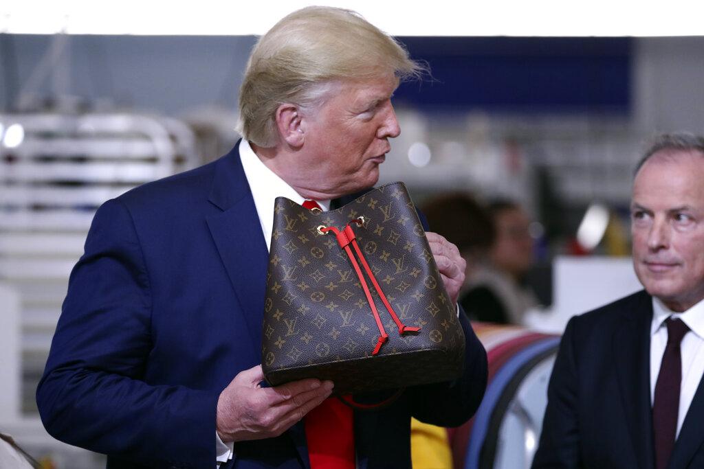 特朗普與LV袋。AP