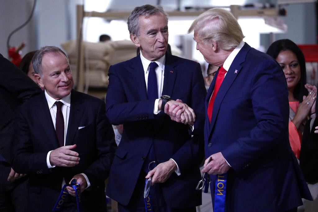 特朗普與LV行政總阿爾諾。AP