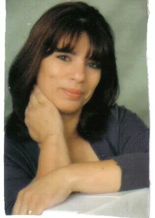 年轻的Tina Bejarano。网图