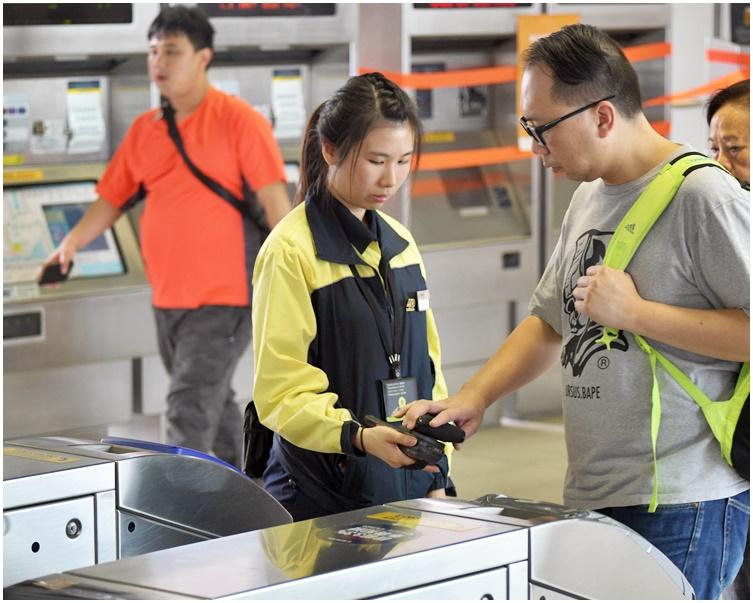 港鐵會因應實際情況實施客流管理措施或作出車務調動。