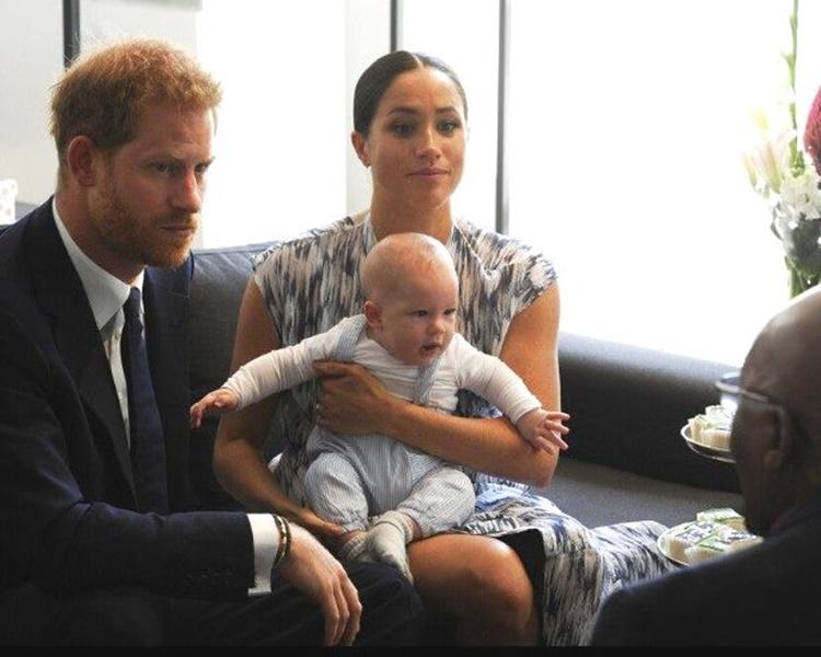 梅根指在皇室內擔當母親的角色是一種「掙扎」。AP