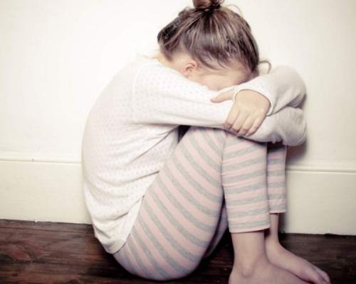 4歲女童多手摸媽媽私處 驚爆:「午睡時老師也這樣摸我」
