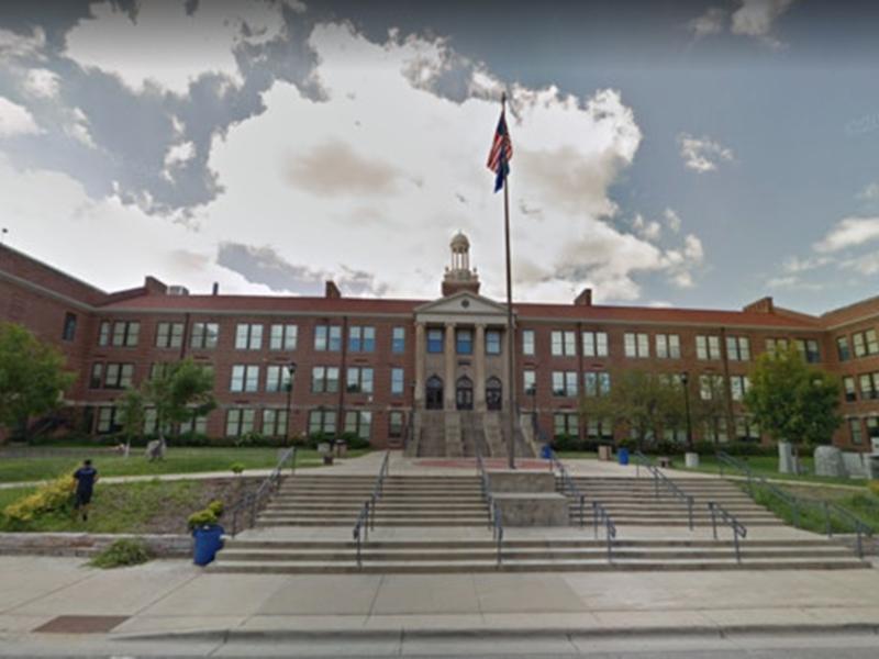 麥迪遜西部高中一名非裔保安要求一名學生不要叫自己做黑鬼,竟被學校開除。 網圖