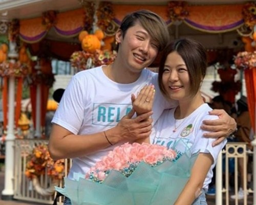 接受男友求婚晒鑽戒 馮曦妤明年6月訂婚