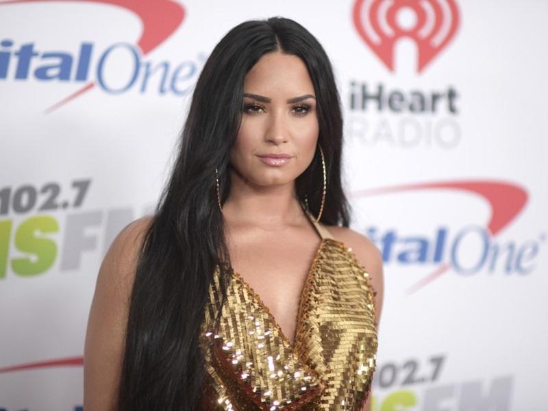 疑社交網被黑客入侵,Demi Lovato裸照網上流傳。AP
