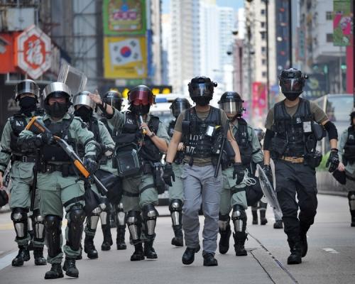 【修例風波】網民號召攜刀「私了」 8000警高度戒備