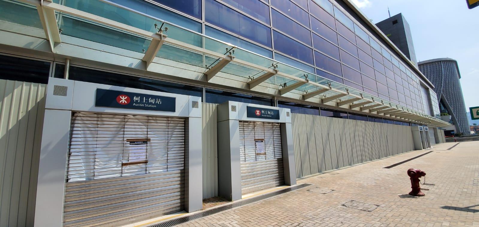 柯士甸站於中午12時起暫時關閉,列車亦不停有關車站。