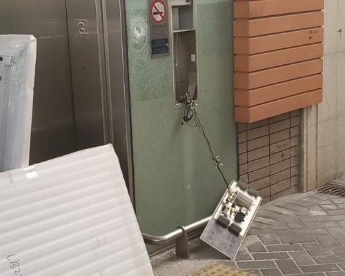 【修例風波】黑衣人毀柯士甸站升降機 打破尖沙嘴站玻璃