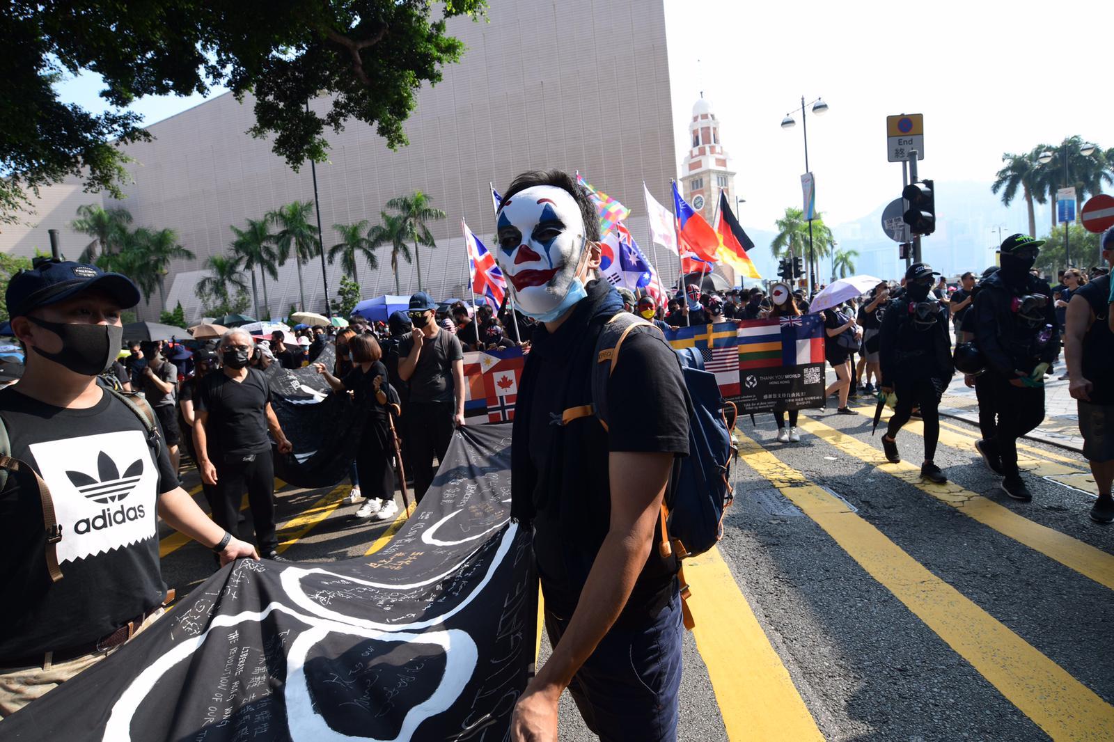 示威者下午在油尖旺一帶遊行。