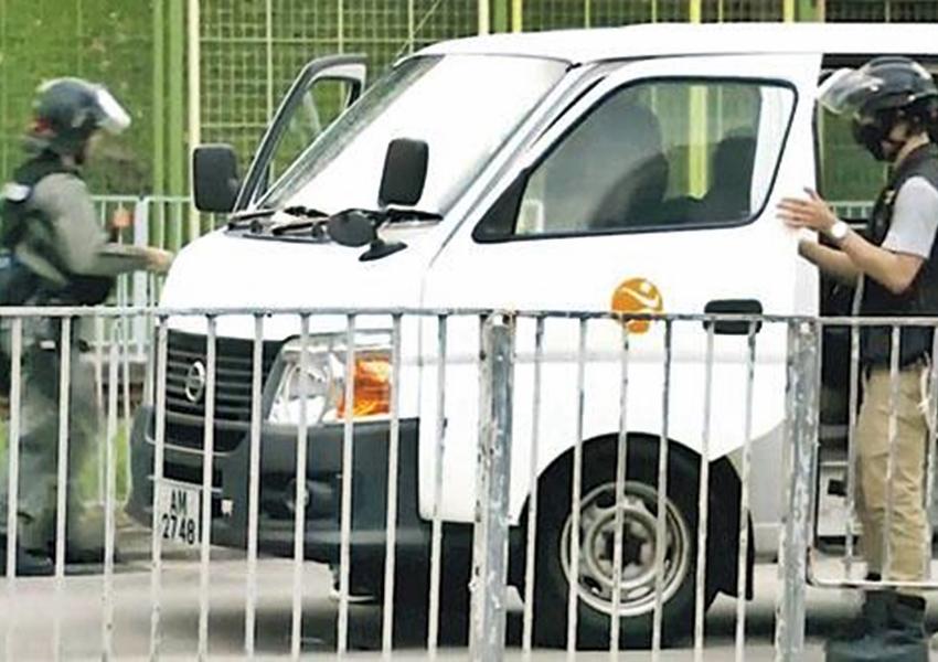 劉江華承認康文署借車予警方。港台圖片