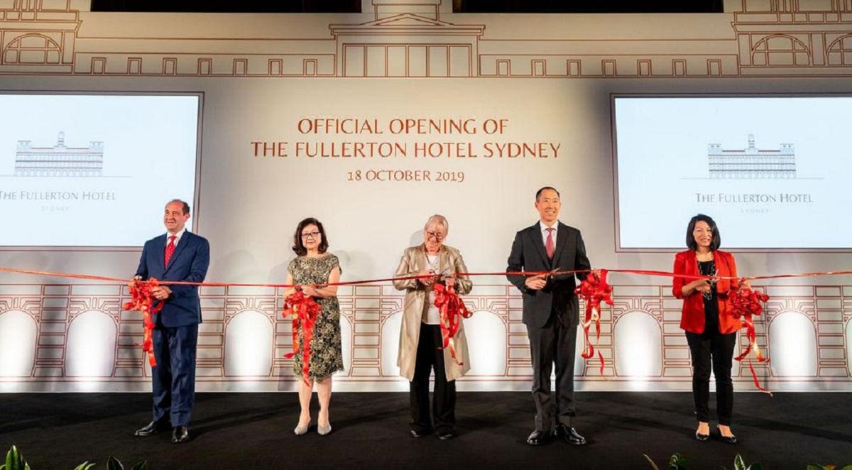 信和集團副主席黃永光(右二)於悉尼富麗敦酒店主持開幕儀式。