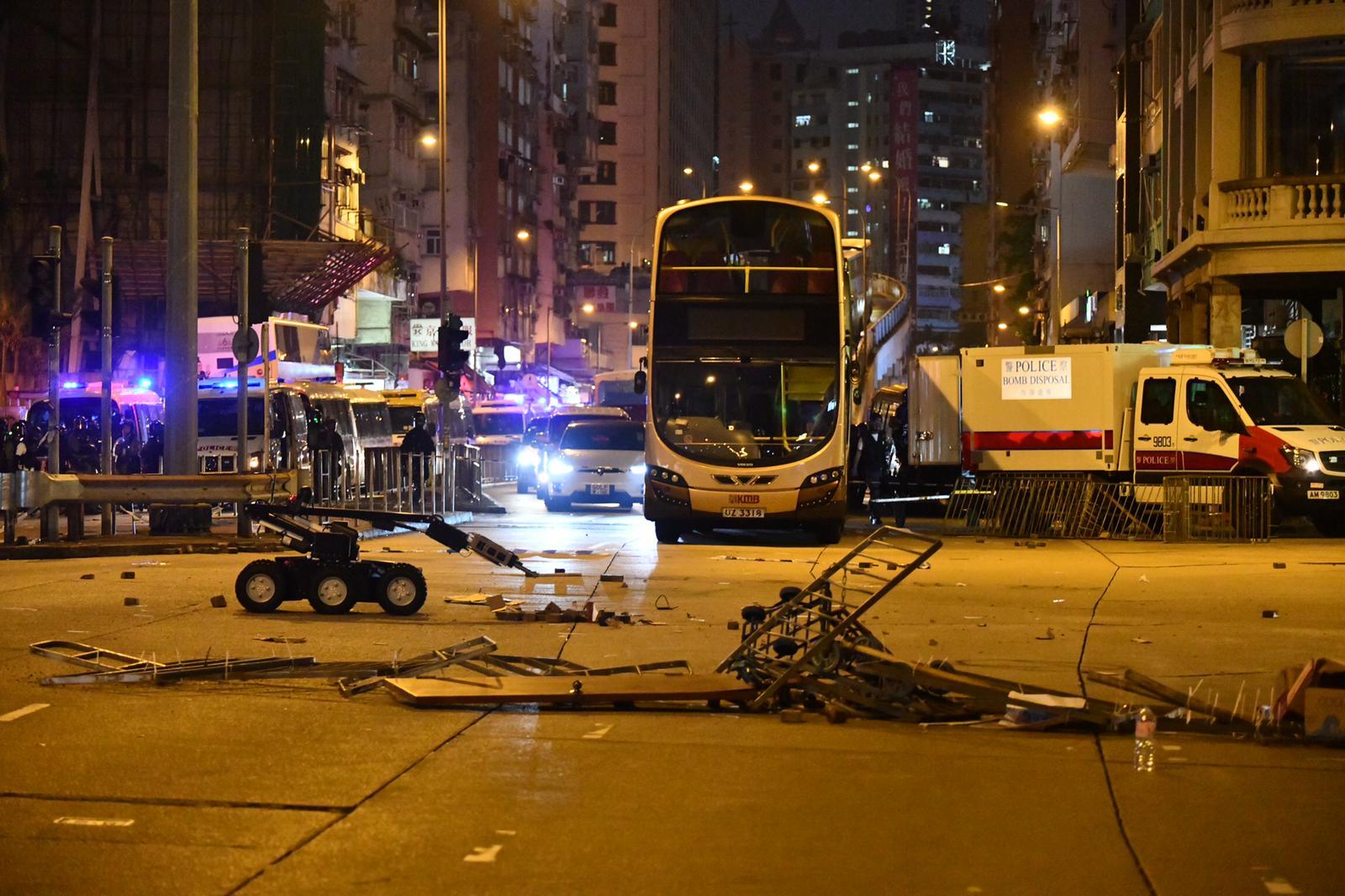 荔枝角道發現懷疑爆炸品,拆彈車即時引爆。