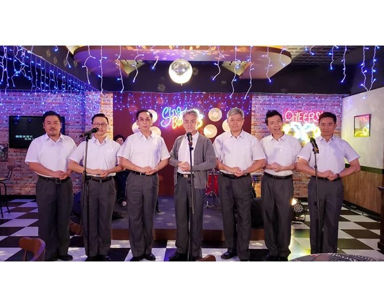 吳岱融在《牛下女高音》飾演一個愛唱歌及愛妻的角色。