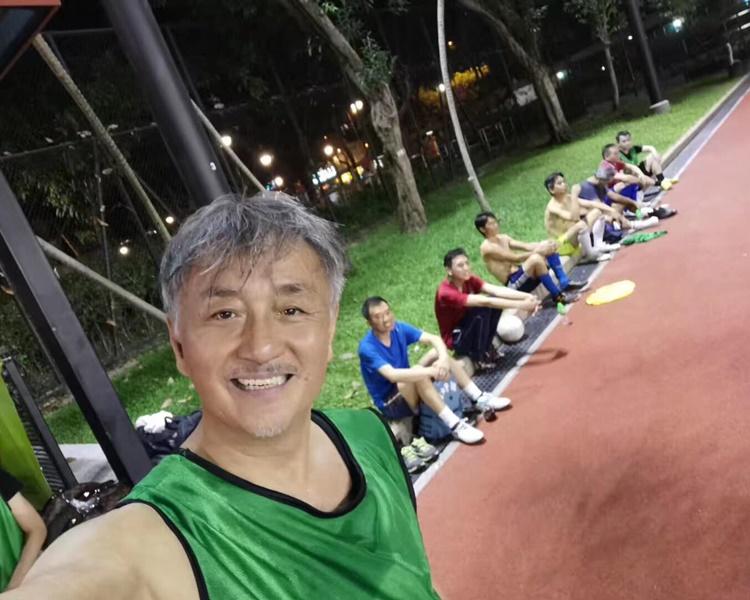 除了唱歌,吳岱融還熱愛足球。