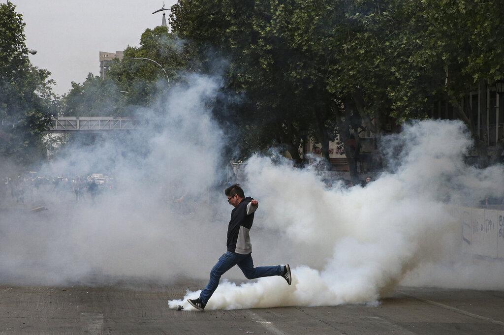 智利示威持續。AP