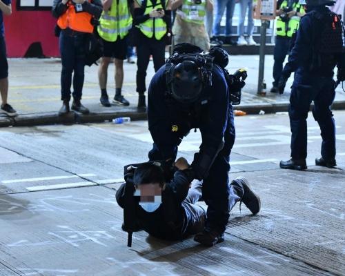 防暴警速龍旺角彌敦道清場 多人被制服