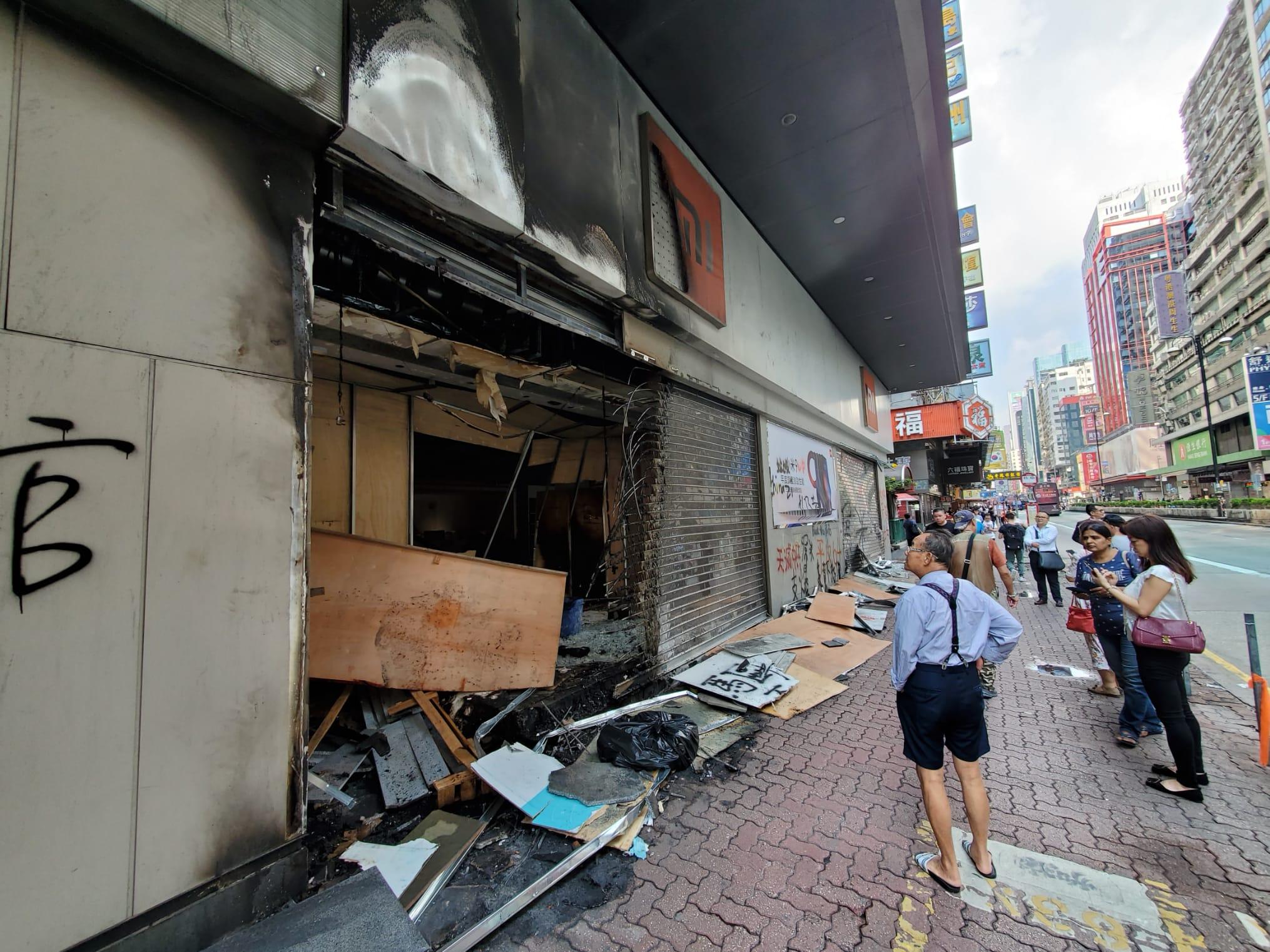 旺角小米旗艦店被縱火及破壞。 梁國峰攝