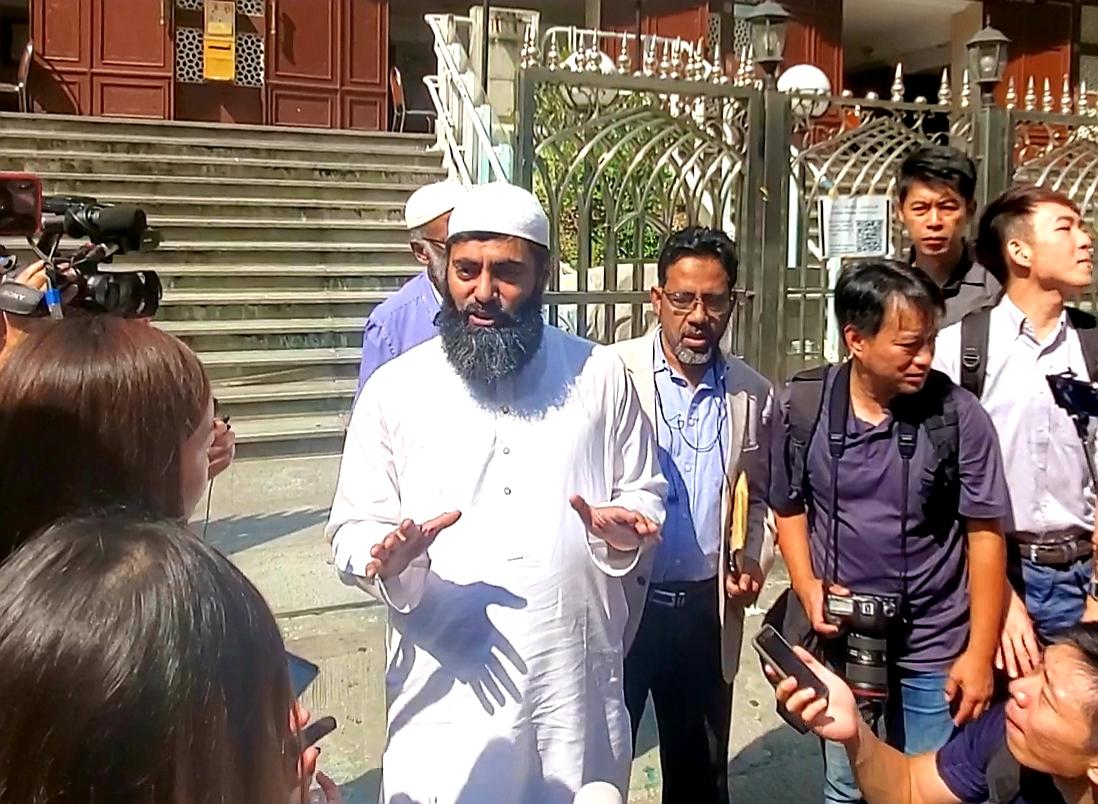 【修例風波】林鄭一哥親自到訪 清真寺接受道歉