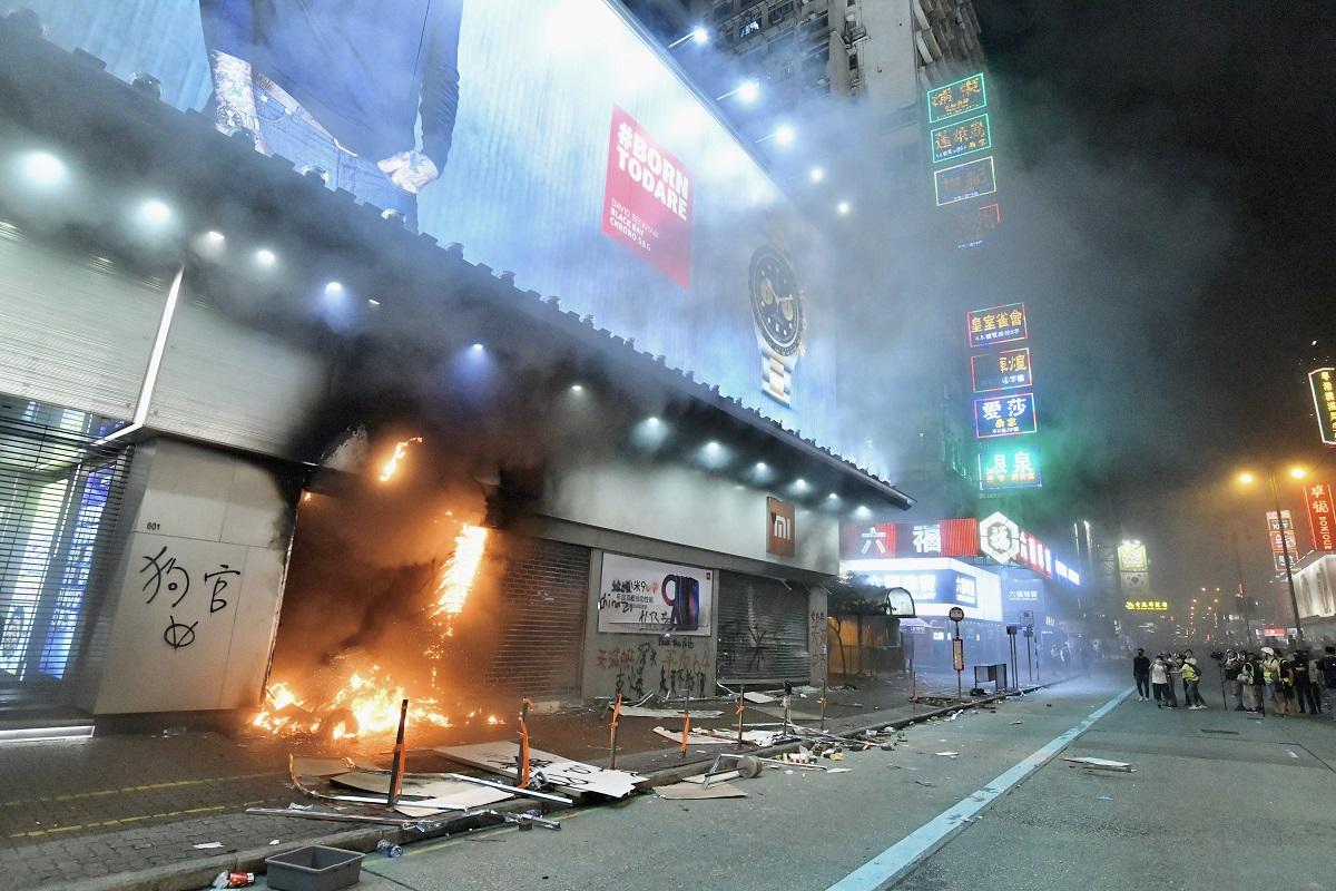 警方指暴徒大肆縱火。資料圖片