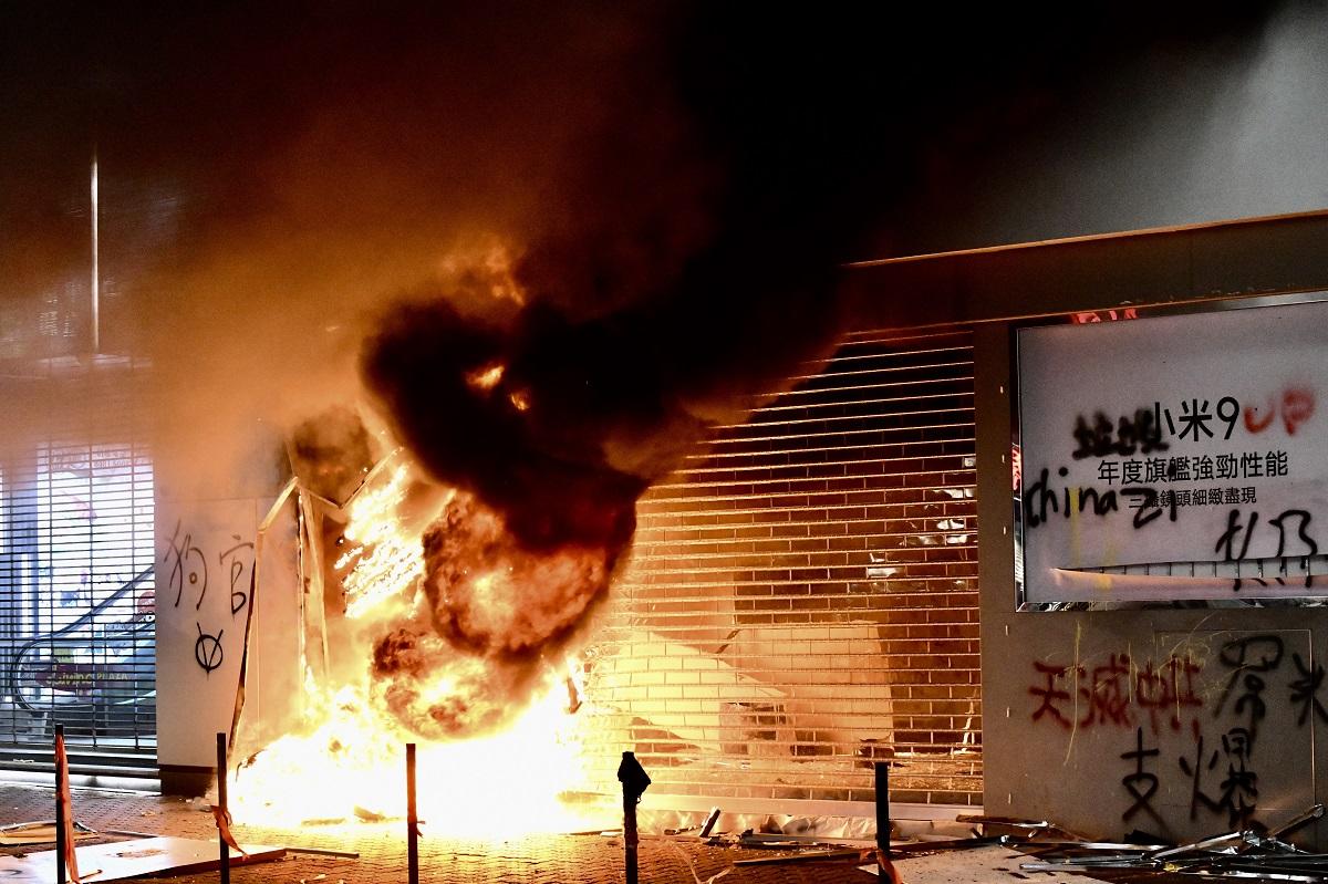 警方斥暴徒破壞商店讓人趁火打劫。資料圖片