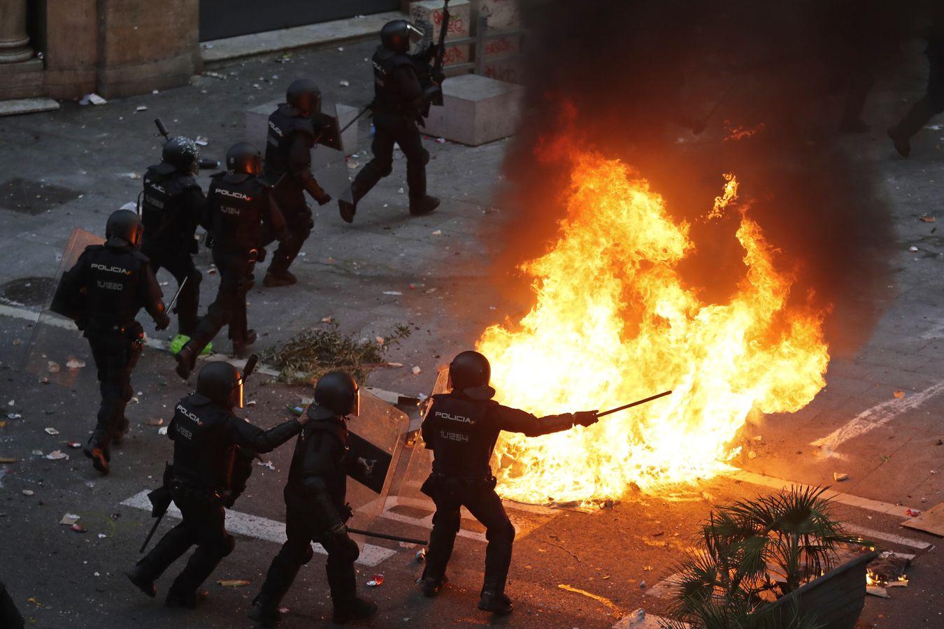 西方示威被指參考香港經驗? AP圖片