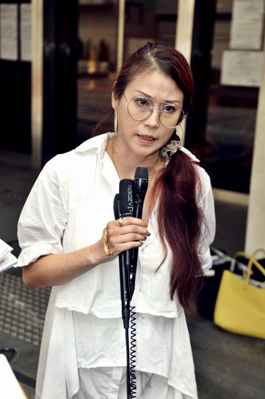 劉綽琪在法院外受訪。