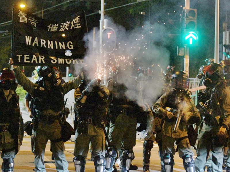 警方清場前與記者爆發口角。