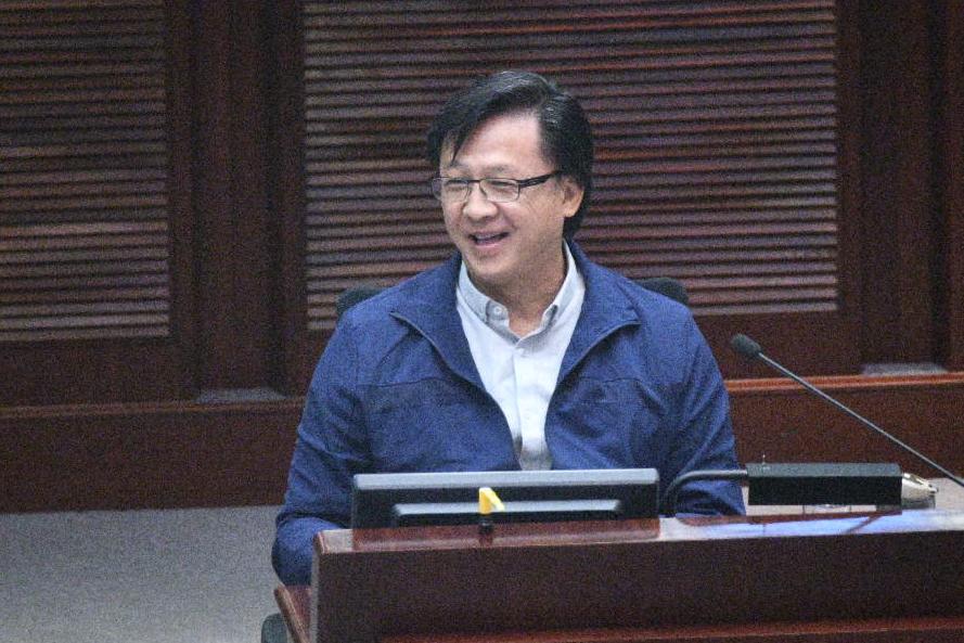 何君堯提出反對延長審議期限。