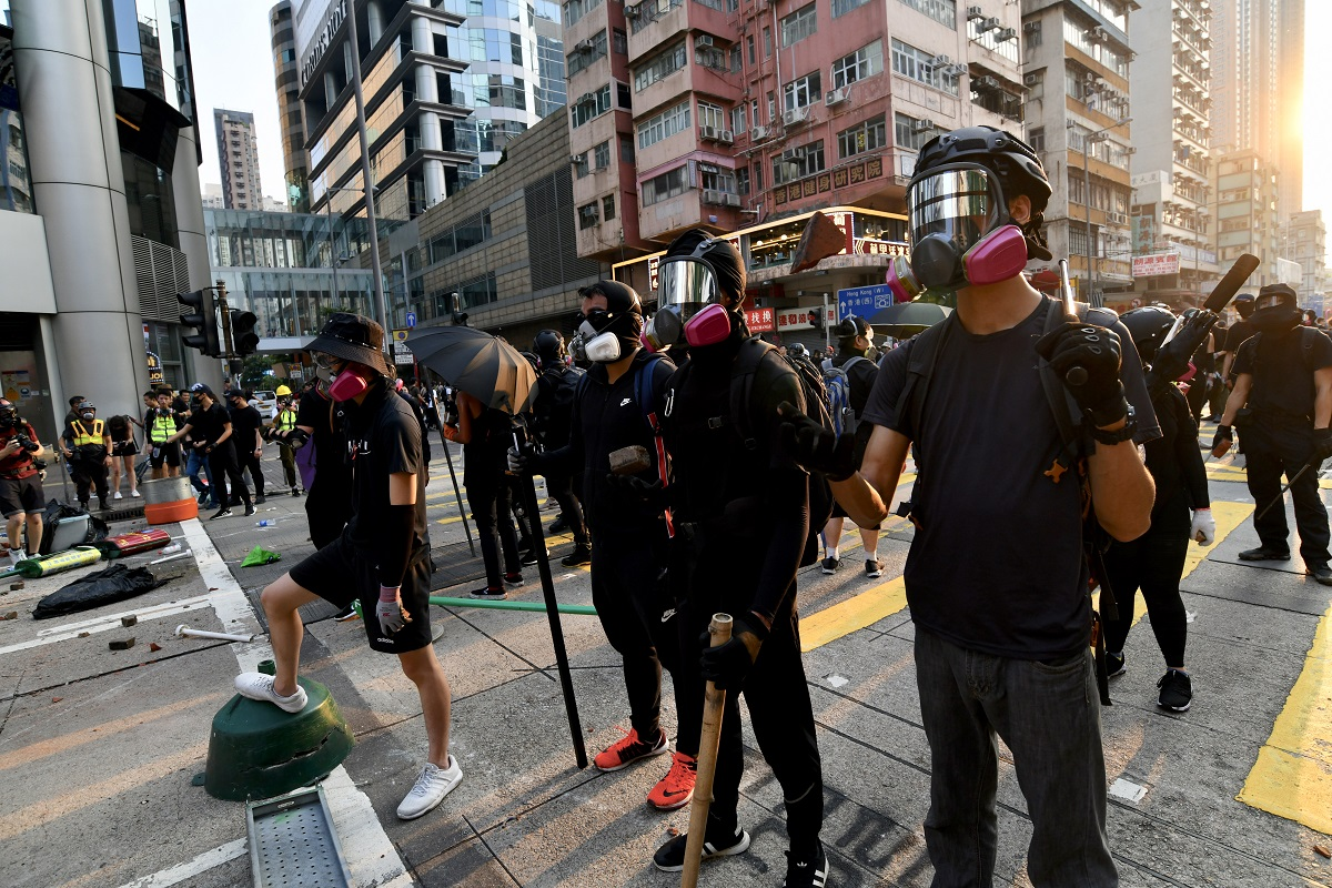 本港示威者縱火破壞情況持續。資料圖片