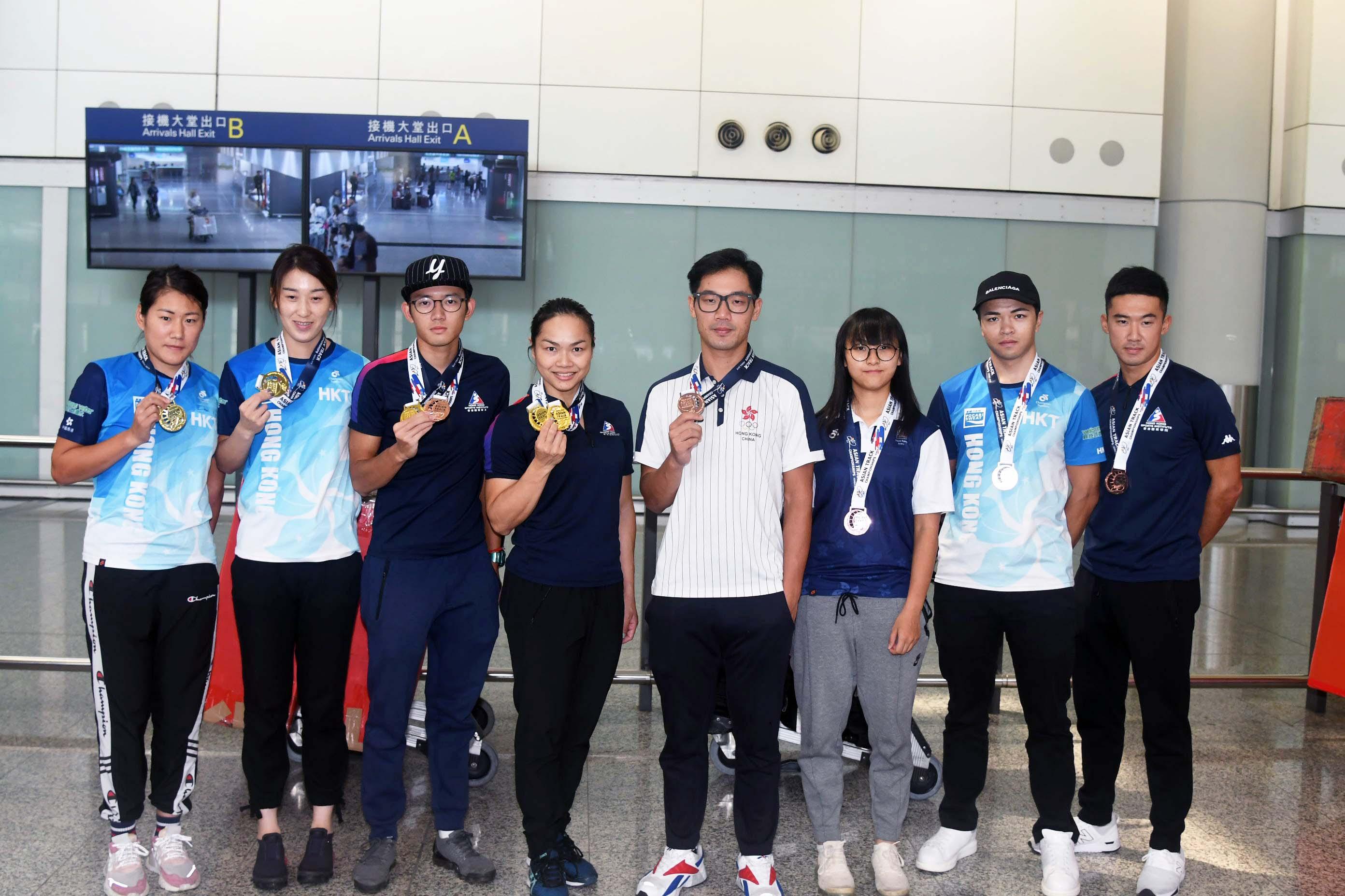 剛在亞洲場地單車錦標賽囊括四金一銀四銅的港隊,大軍今午從南韓凱旋。郭晉朗攝