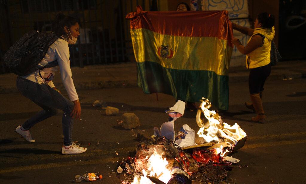 玻利維亞當局公布總統大選結果,由於與日前的初步計票不同,最少9個城市有民眾上街抗議。 AP